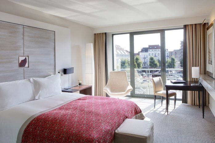 sbe-luxury-room-1-maud-delaflotte-resized