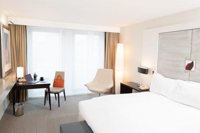 sbe-luxury-room-laurent-louis